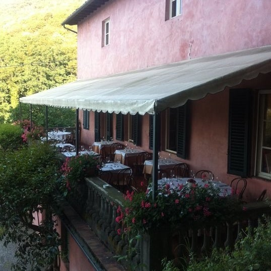 Mengunjungi Restoran Menawan di Wilayah Lucca