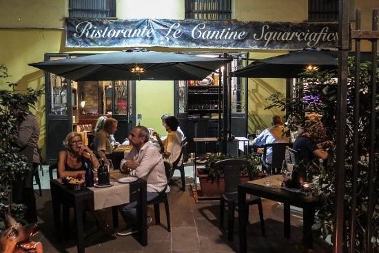Sebagian Restoran Dengan Hidangan Lezat di Genoa